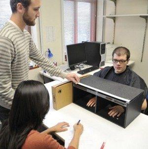 Esperimento della mano di gomma 2 - Immagine di proprietà di: John Russell / Vanderbilt University