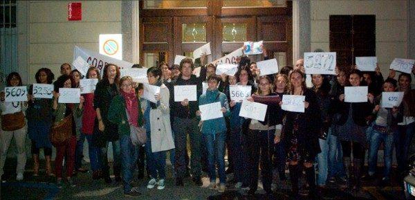 Flash Mob davanti all'ORdine degli Psicologi del Piemonte. Organizzato dal CPPP - Coordinamento Psicologi Psicoterapeuti PIemontese - Lunedì 24 Settembre 2012.