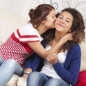 Omossesualità Femminile: Maggiore Incidenza di Abusi Sessuali Nell'Infanzia?. - Immagine: © laurent hamels - Fotolia.com