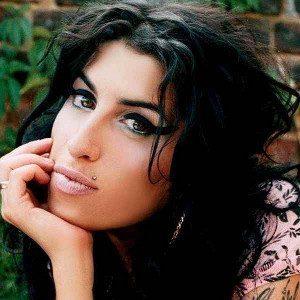 Amy Winehouse, un triste viaggio tra pub e Rehab