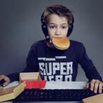 Internet addiction- quando cinque minuti diventano alcune ore. - Immagine: © mariesacha - Fotolia.com