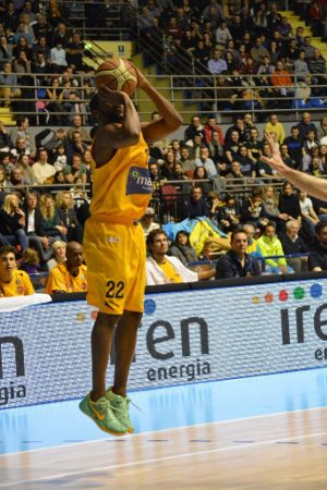 PMS Basketball Torino - Ronald Steele al tiro da 3 punti. - Immagine: © 2014 PMS Basketball Torino