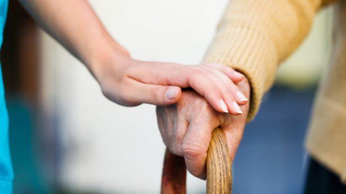 Occuparsi di chi soffre di demenza: il carico soggettivo del caregiver