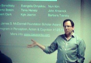 Daniel Casasanto: l'origine delle metafore nel linguaggio