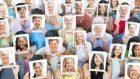 Come cambia la nostra attenzione all'interno dei contesti sociali