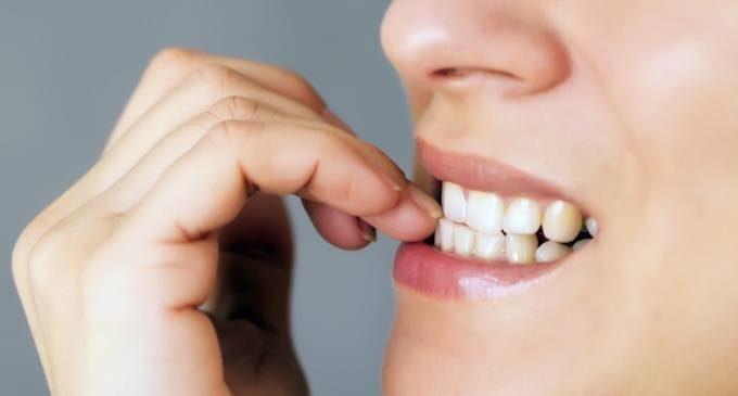 Risultati immagini per mangiarsi le unghie
