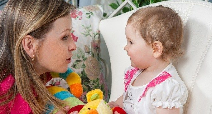 Il ruolo dell'ambiente e delle capacità di segmentazione del discorso nello sviluppo linguistico del bambino