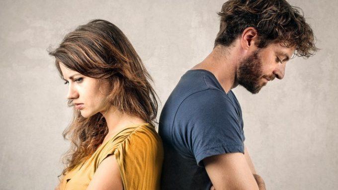 Infedeltà emotiva o sessuale: quale delle due fa soffrire di più? Uomini e donne la pensano diversamente