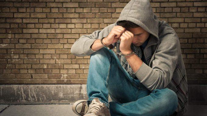 Adolescenza e devianza: tra analisi scientifica e stigma sociale – Sviluppi nei paradigmi psicopatologici