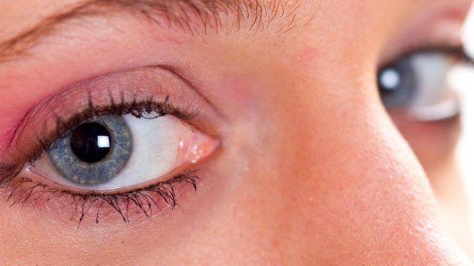 Watching eye effect: sentirci osservati ci rende più onesti e generosi