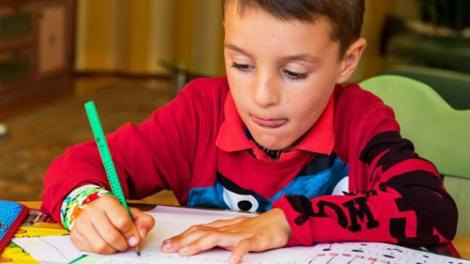 La comunicazione funambolica tra genitori e figli: strategie inefficaci nella gestione dei compiti