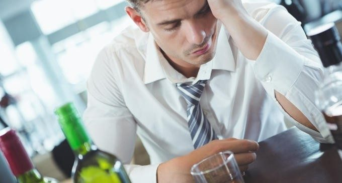 L'abuso infantile e la violenza domestica predispongono alla dipendenza da sostanze e alcol