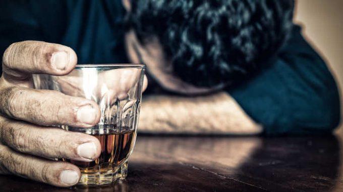 Lemetacredenzedisadattivee l'alta sensibilità alla ricompensa rappresentano fattori di rischio per lo sviluppo di problemi legati all'alcol