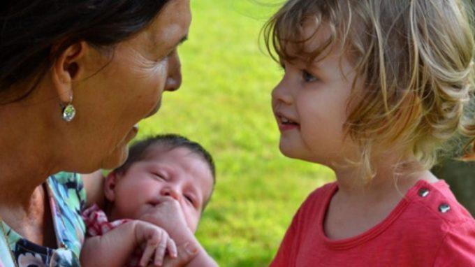 Campanilisti in culla: i bambini piccoli danno più credito a chi parla la loro lingua