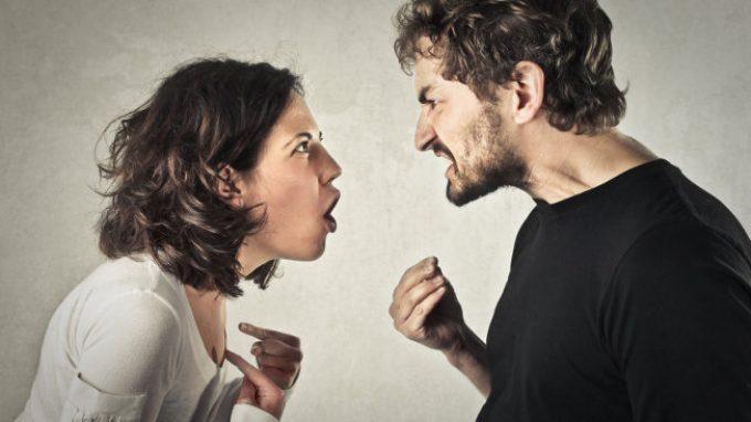 Cinque meccanismi comunicativi disfunzionali con cui danneggi la coppia o la famiglia