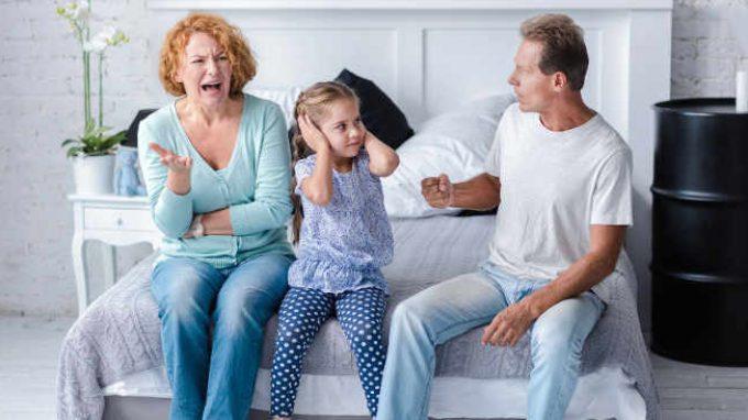 Non si litiga davanti ai bambini! O forse si?
