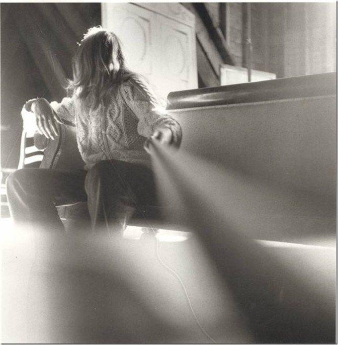 """Francesca Woodman e l'arte della fotografia: """"E' una questione di convenienza: io sono sempre disponibile"""" - self portrait at 13"""
