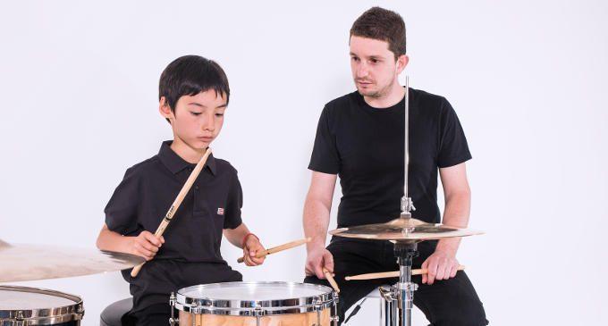 Gli effetti positivi della musicoterapia nei bambini e adolescenti