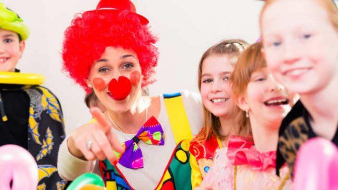 I segreti del cervello che ride: dalle basi neuronali alla clownterapia