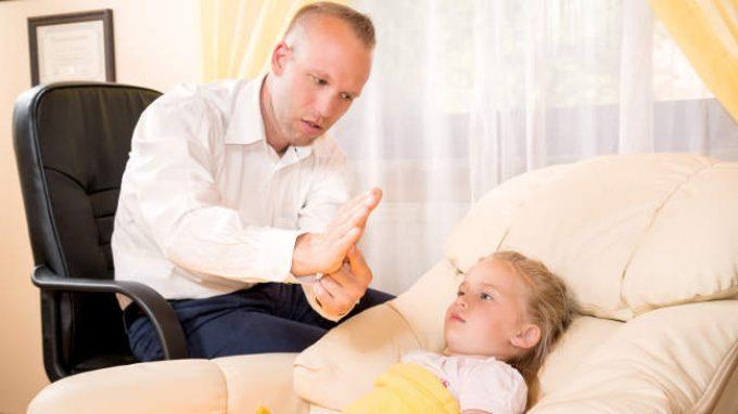 Insegnare l'ipnosi ai bambini? Nuovi strumenti per i genitori