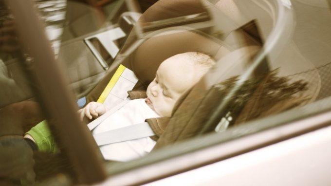 Oblio e blackout mnemonici, quando lo stress gioca brutti scherzi alla memoria: il caso dei bambini dimenticati in auto