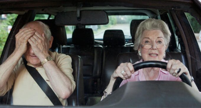 Persone anziane datate