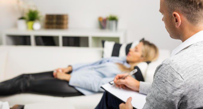 Amore e aggressività nella stanza di analisi: come gestire il transfert