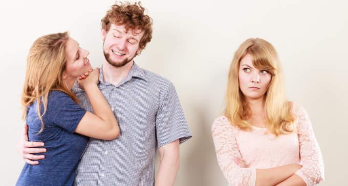 Invidia quando la si prova e le somiglianze e le differenze con la gelosia