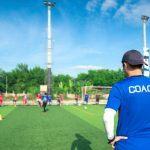 Come la relazione tra allenatore e giocatore influenza le performance sportive