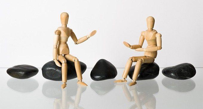 """La relazione terapeutica è pervasiva ma non risolutiva. Due argomentazioni contro la centralità della relazione: i """"fattori comuni"""" e il """"paziente difficile""""."""
