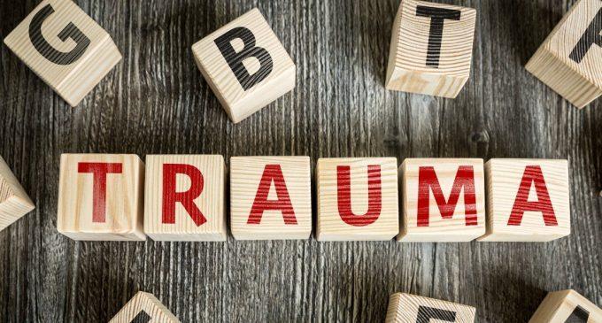 La relazione terapeutica è traumatica o il trauma è la vera relazione? – Roberto Lorenzini sul dibattito Trauma & Relazione
