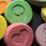 Ecstasy: meccanismi di azione sul cervello e conseguenze a lungo termine