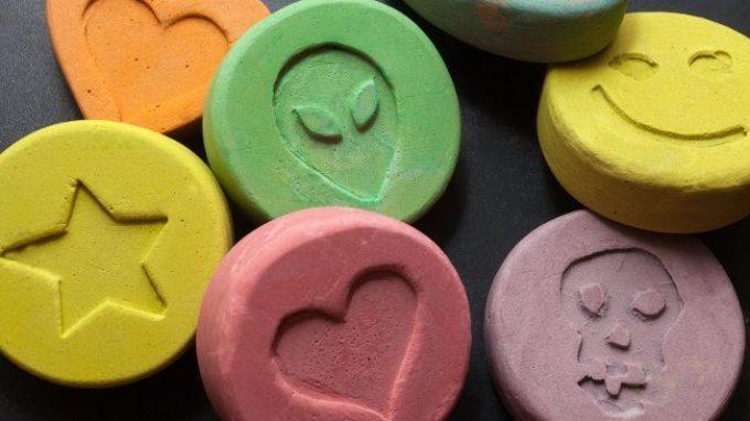 Ecstasy: come agisce sul cervello e quali sono i suoi effetti – Introduzione alla Psicologia