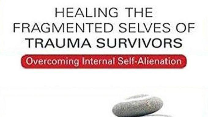 Healing the Fragmented Selves of Trauma Survivors: la sapienza e l'esperienza clinica di J. Fisher– Recensione del libro