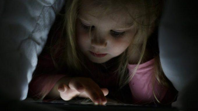 """Gli effetti negativi dei """"media digitali"""" sulla qualità del sonno dei bambini"""