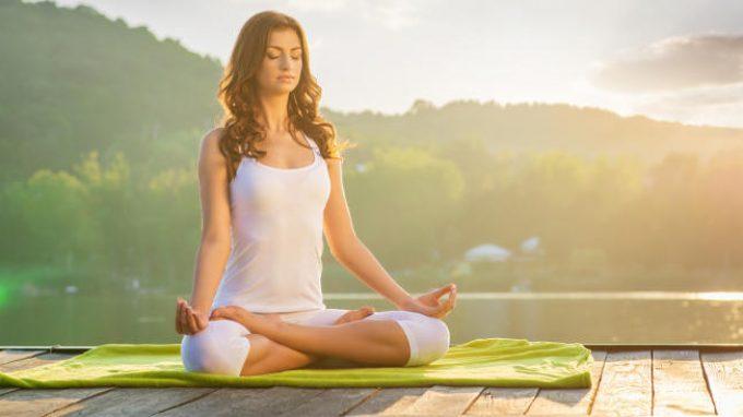 Yoga orientato alla consapevolezza per ridurre i comportamenti rischiosi