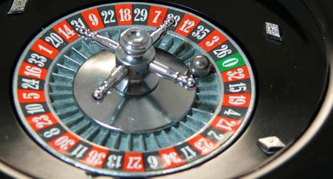 Vincere denaro giocando d'azzardo: illusioni vs probabilità