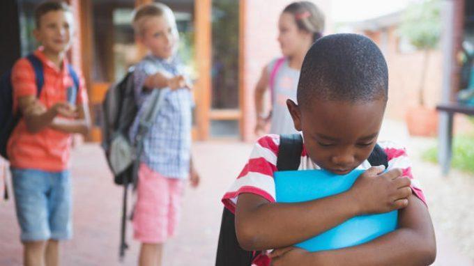Il bullismo subito durante lo sviluppo è un fattore di rischio per la salute mentale in adolescenza