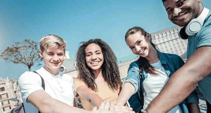 Gli amici si somigliano: il nostro cervello è più in sintonia con chi è nostro amico