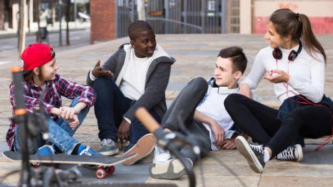 Gli adolescenti e il brivido del rischio: i fattori neurologici e sociali alla base dei comportamenti impulsivi