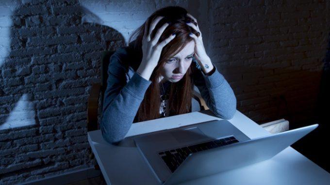 Dall'ansia al rischio di suicidio: le conseguenze del cyberbullismo sulla salute mentale