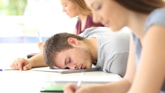 Correlazioni fra quantità e qualità del sonno e performance scolastiche nell'adolescenza