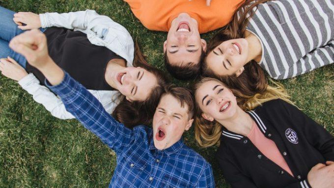 Adolescenza: i cambiamenti nel comportamento sociale sono dovuti agli ormoni? – FluIDsex
