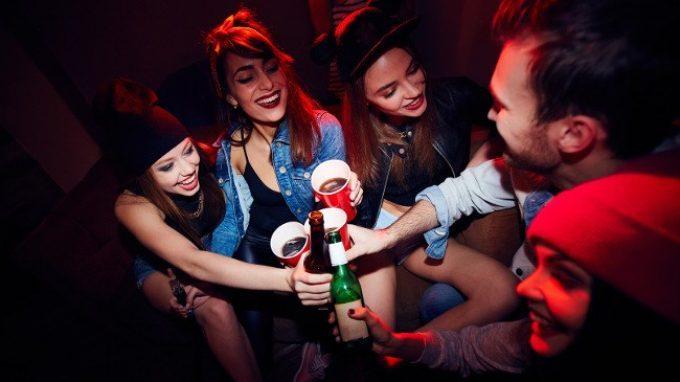 I giovani e l'alcol: vecchi vizi e nuove tendenze
