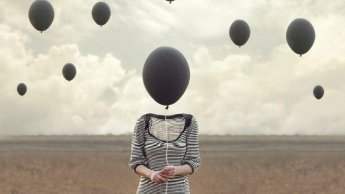 Quello che la mente dice: l'influenza dei pensieri e il concetto di defusione