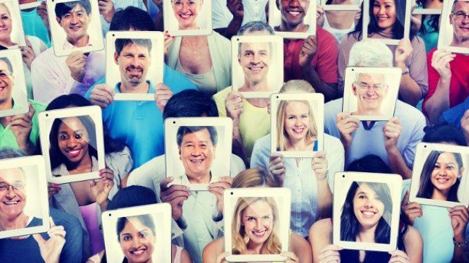 Facebook e autostima. L'immagine che abbiamo di noi stessi influenza i contenuti che mettiamo online