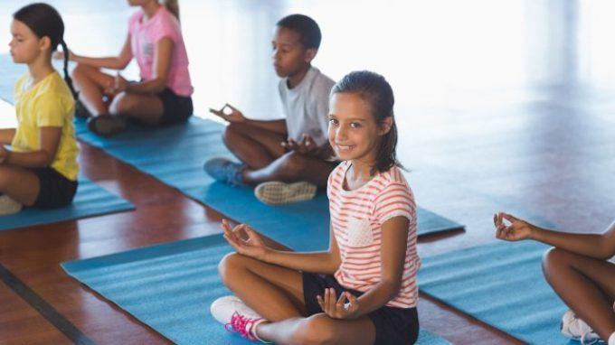 Lo yoga e la mindfulness per migliorare la salute emotiva nei bambini