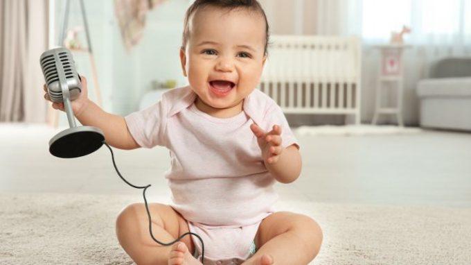 I bambini preferiscono ascoltare la voce dei loro simili