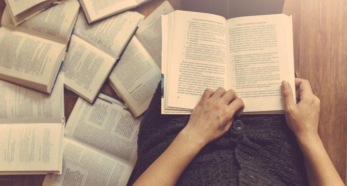 Sulle righe, tra le righe: come il lettore interpreta il testo