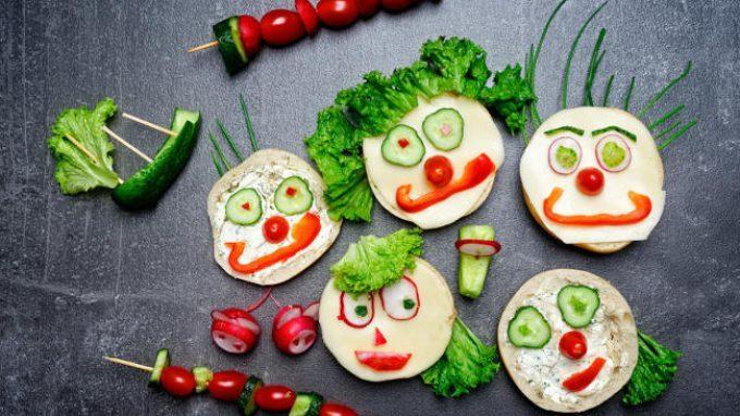 L'educazione alimentare basata sulla percezione sensoriale stimola i bambini a mangiare frutta e verdura